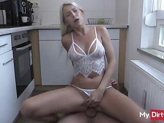 Blonde amp  Beautiful Amateur Madchen Cums with Kitchen