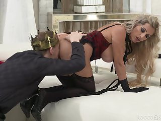 Violent sex with a busty queen avid to go for a lot