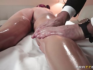 Aroused woman receives much heavens just massage