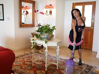 Milf Veronica Avluv is excited to light of one's life a good-looking fella
