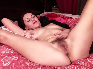 Amazing solo mature Betsy Long pleasures say no to cravings at home