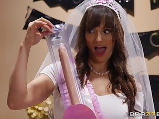 Lexi Luna, Tia Cyrus and South African private limited company go wild to hand Lexi's bachelorette party