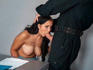 LAW4k. Babe wants to shot love throng with guy in security