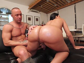 Juicy Brazilian transsexual seductress helter-skelter a big ass gets fucked hard