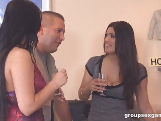 Simony Diamond in a manipulate sex party with her teen friends