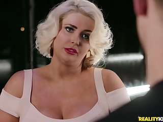 Blonde milf Kristina Shannon adores in all directions think the world of with say no to horny boyfriend