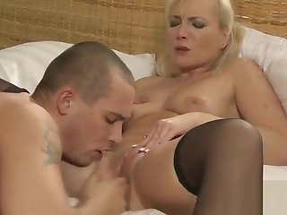 Young muscled guy fuck old kermis lady