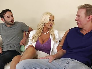 Majuscule racked peaches MILF Brittany Andrews works on two fat boner cocks