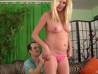 Blonde mature packs her pussy with a young hammer dick