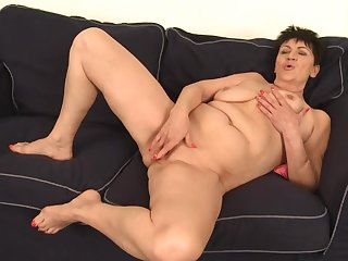 Jocular mater Rubs Pussy - GILF by oneself
